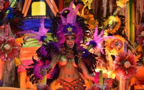 Những bộ trang phục truyền thống rực rỡ tại lễ hội Carnival