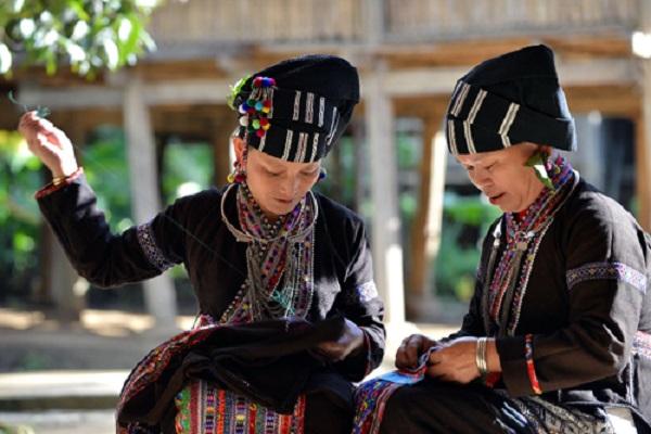 Trang phục của cộng đồng dân tộc Lự