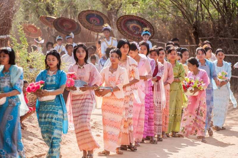 Bộ Thummy với nhiều màu sắc rực rỡ là trang phục truyền thống Myanmar cho nữ giới