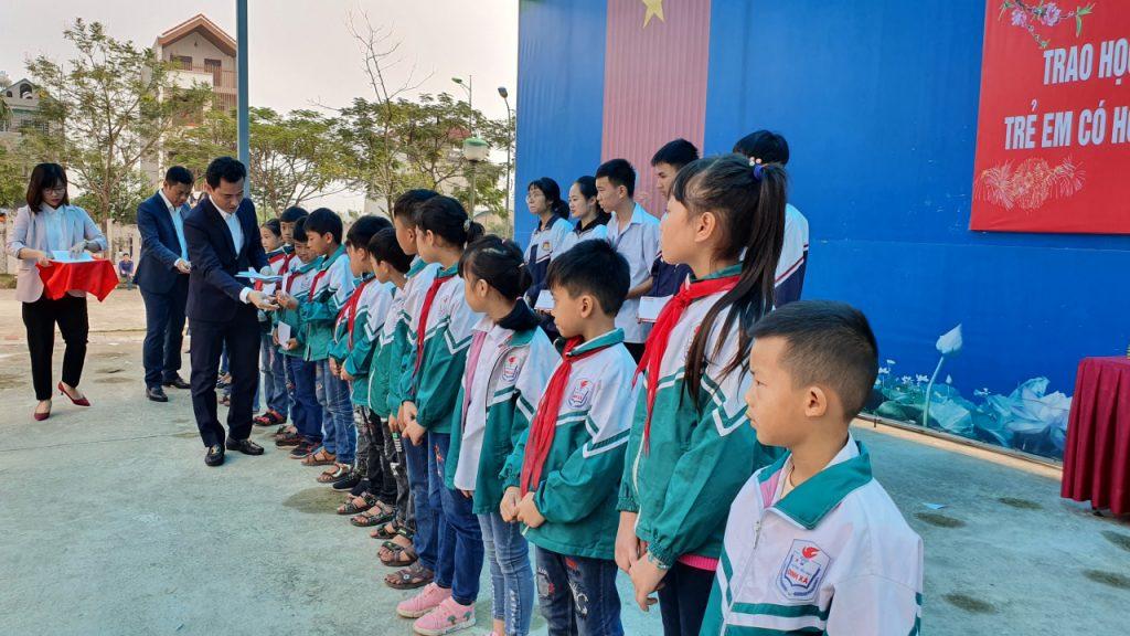 Trao học bổng và tặng quà Tết cho trẻ em có hoàn cảnh khó khăn trên địa bàn tỉnh Hà Nam